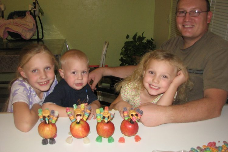 Kids Thanksgiving Craft: Turkeys Place Cards