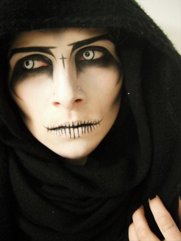 21 Creepy and Cool Halloween Face Painting Ideas - Cool Halloween Faces