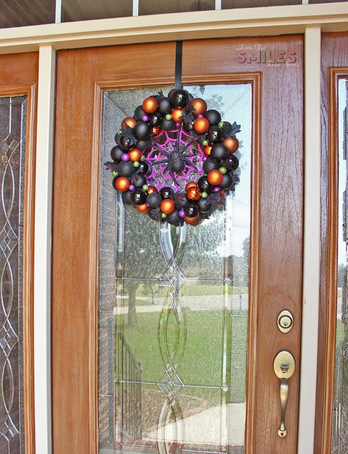 DIY Halloween Ornament Wreath - Halloween Crafts
